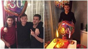 Dzeko, 30 anni e torta giallorossa: che festa con Pjanic e Zukanovic!