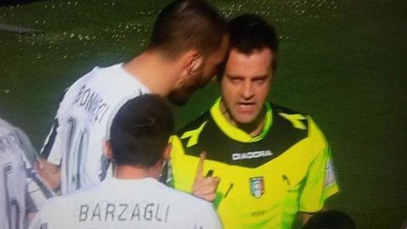 Torino-Juventus, Bonucci contro Rizzoli: l'immagine diventa virale sul web