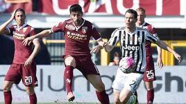 Torino-Juventus, Lichtsteinersimula, ma la scampa.Ci vuole la prova tv