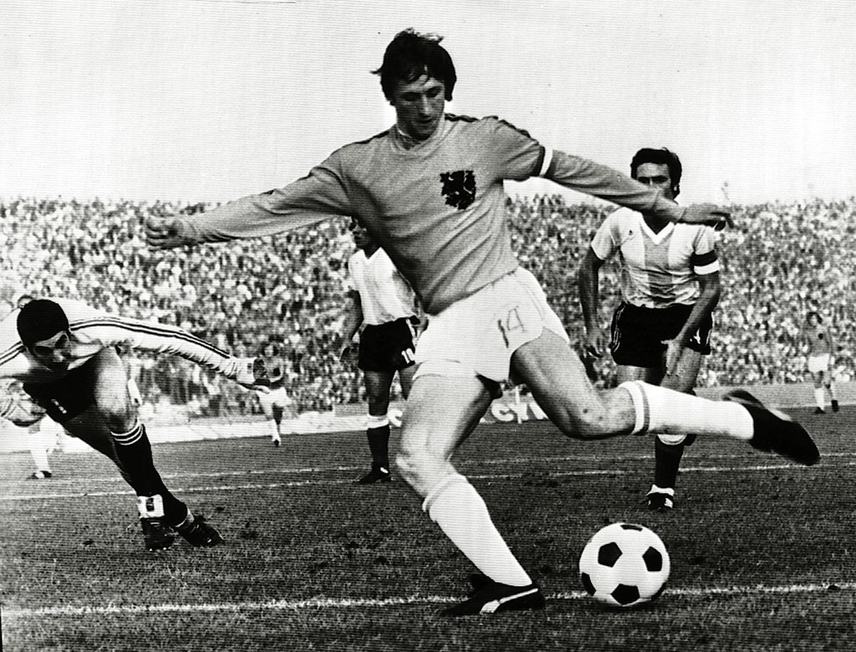 Addio a Cruyff, la leggenda del calcio totale