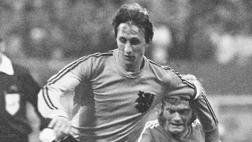 """La storia di Cruyff: il """"Profeta del gol"""" che ha cambiato il calcio"""
