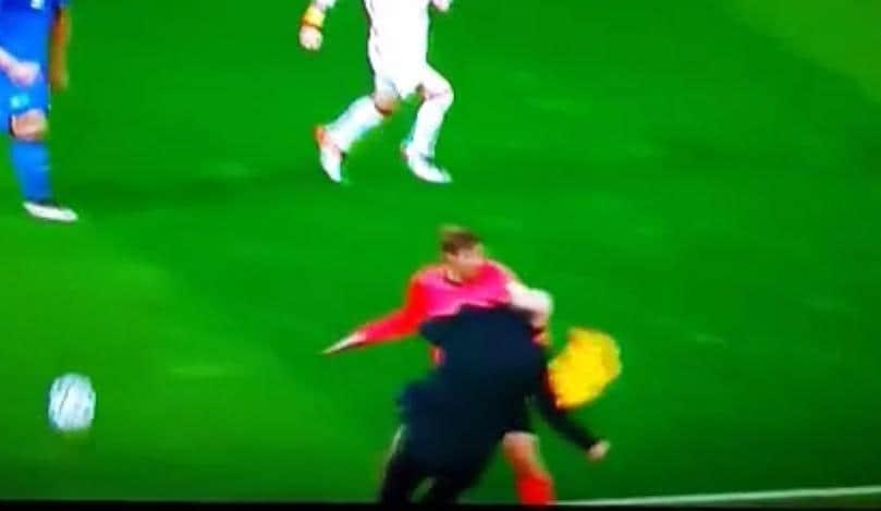 """Italia-Spagna, """"fallo da rigore"""" del guardalinee su Del Bosque!"""