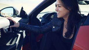 Michelle Rodriguez, star a 320 km/h con Jaguar