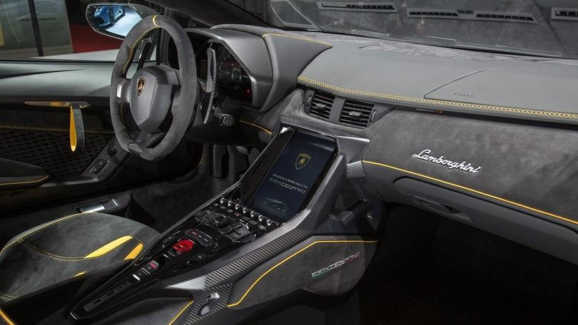 Lamborghini Centenario, com'è fatto un abitacolo da 2 milioni