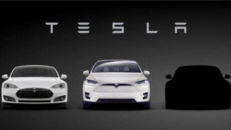 Tesla Model 3, la compatta debutta il 31 marzo
