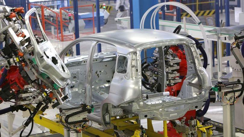 Mercato auto, anche a marzo si vola: +17,4%