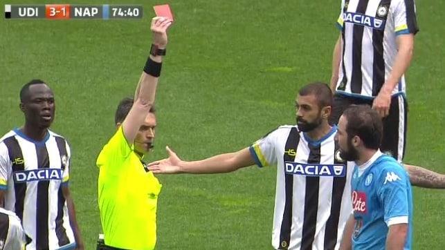 Udinese-Napoli: rosso per Higuain, ecco la reazione del Pipita