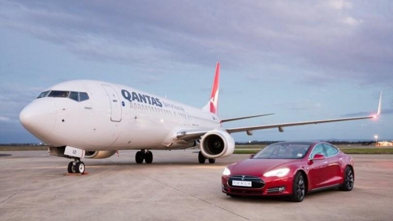 Tesla Model S, la supercar sfida il jet