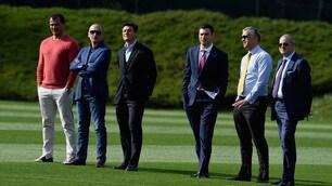 Inter, quasi tutta la dirigenza assiste all'allenamento