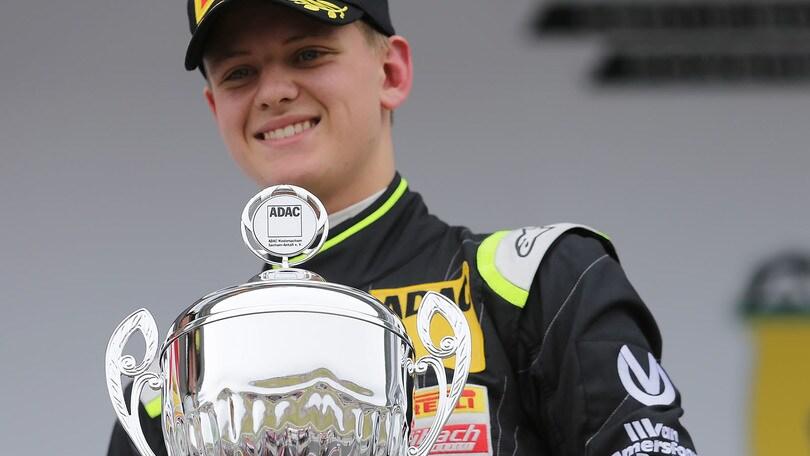 F4, a Misano doppietta Schumacher!