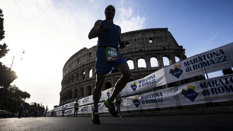 Maratona Roma, vince keniano Kiprono. Quinto successo per Zanardi