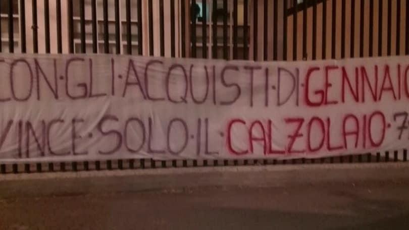 Fiorentina, striscione al Franchi contro la dirigenza