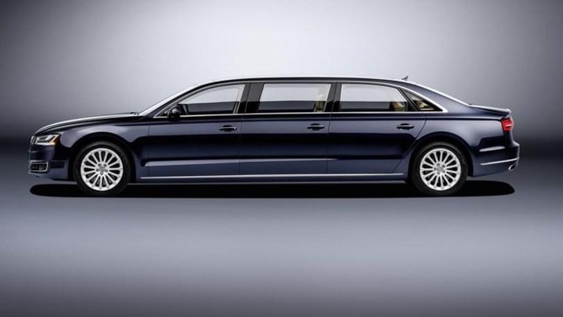 Audi A8 L extended, l'ufficio allungato viaggia in autostrada