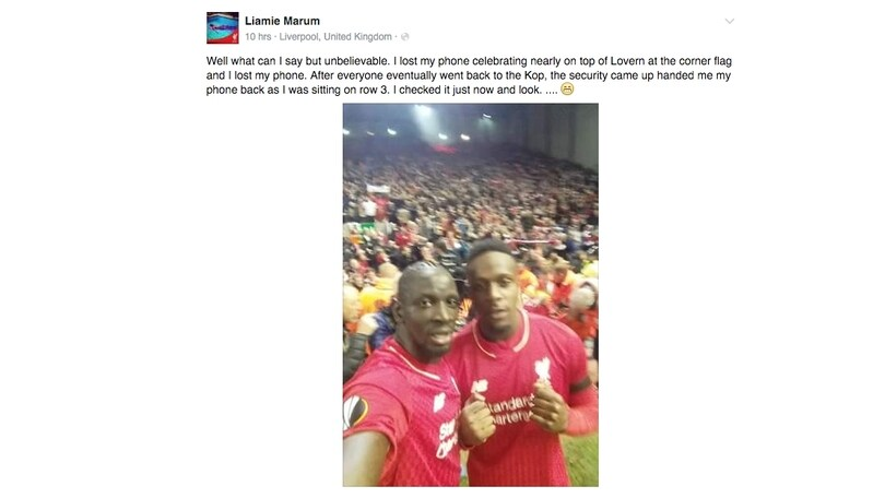 Sakho-Origi, selfie con lo smartphone della tifosa