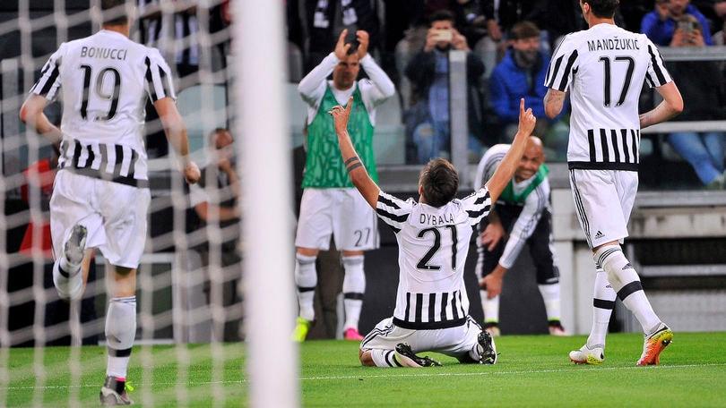 Serie A, Juventus-Lazio 3-0: Dybala fuoriclasse, scudetto a un passo