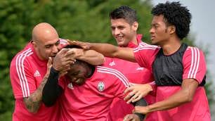 Juventus, sorrisi e scherzi a Vinovo, lo scudetto è vicino