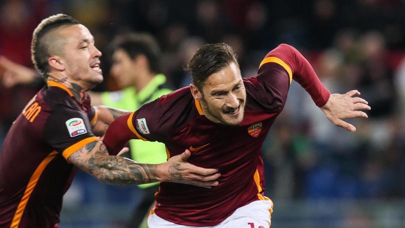 Serie A Roma, tentazione Napoli: Totti adesso spera