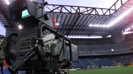 Calcio, la svolta: da settembre l'Italia sperimenterà la moviola in campo