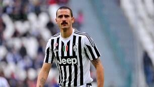 Juventus, nuovo look per Bonucci con i baffi