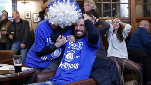 Leicester, tifosi in delirio dopo Chelsea-Tottenham: Ranieri campione
