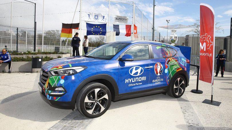 Euro 2016, la coppa viaggia in SUV