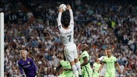 Calcio o pallamano? Ronaldo 'beccato' al Bernabeu