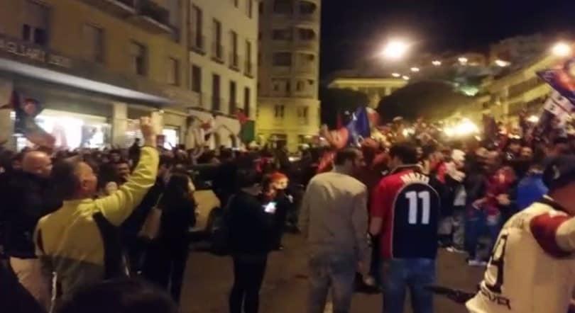 Cagliari in A, che festa in centro per la promozione