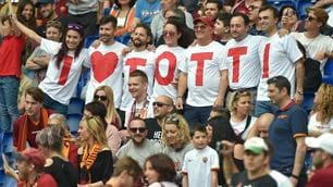 Roma-Chievo, la festa dei tifosi per le 600 di Totti