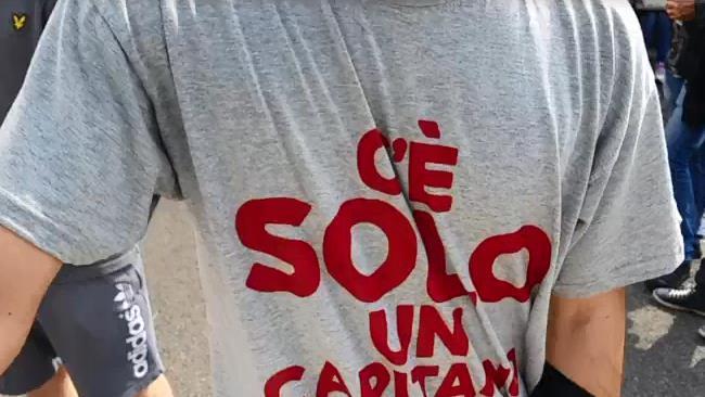 Roma, i tifosi: «Fate dieci anni di contratto a Totti»