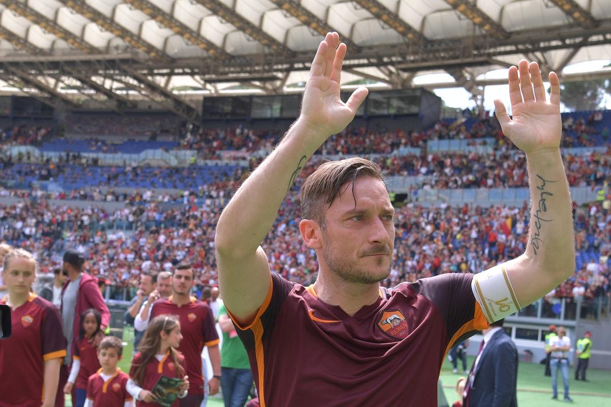 Roma, Totti fa 600 e si commuove sotto la Sud