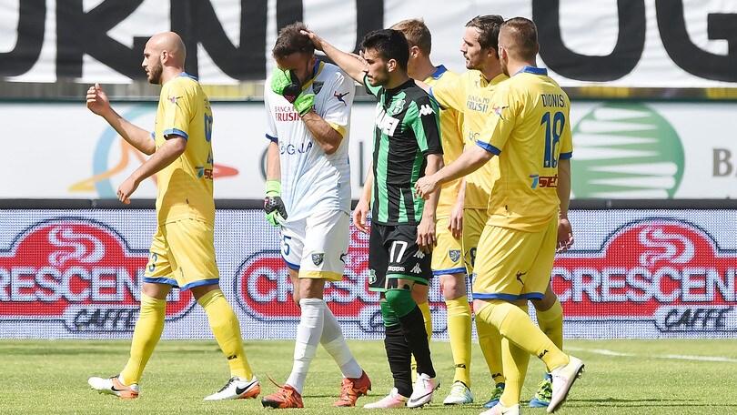Serie A:il Frosinone retrocede in B. Carpi-Lazio 1-3, Sampdoria-Genoa 0-3, Fiorentina-Palermo 0-0