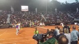 'Tennis with Stars', Florenzi invade il campo! Totti non ci sta e contesta il punto...
