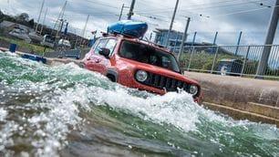 Jeep Renegade tra le rapide: foto