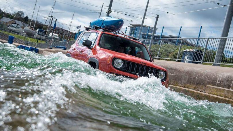 Jeep Renegade, tra le rapide come un kayak