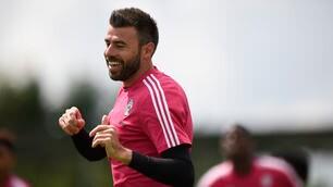 Juventus, per Barzagli sorrisi in allenamento dopo il rinnovo