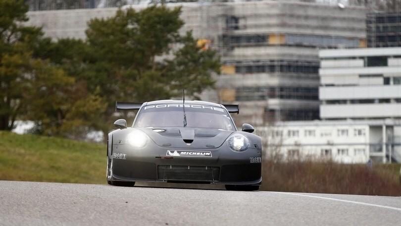 Porsche 911 RSR, primi test in pista per l'auto da corsa del 2017