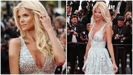 Victoria Silvstedt, strass e sexy scollatura sul red carpet di Cannes