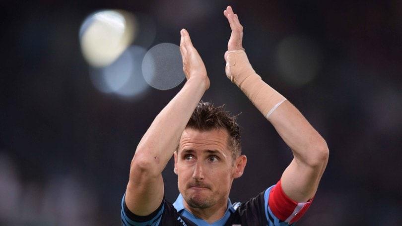 Lazio, Klose: «Grazie di tutto». I tifosi fischiano Lotito
