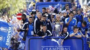 Leicester, bus scoperto e 100 mila tifosi in delirio per la squadra di Ranieri