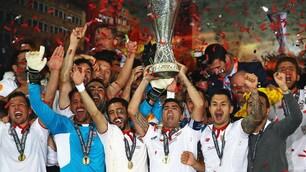 Europa League, il Siviglia alza la coppa