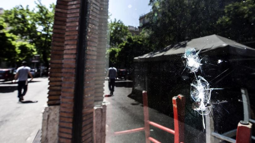 Coppa Italia, assalto ultras: arrestato un milanista 19enne. 71 denunciati, sequestrate mazze