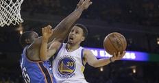 Curry salva Golden State, Warriors ancora vivi