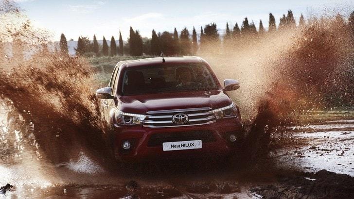 Nuovo Toyota Hilux, invincibile e maneggevole
