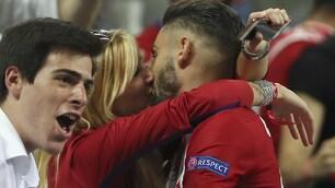 Real-Atletico, Carrasco show a San Siro: segna e corre a baciare la fidanzata