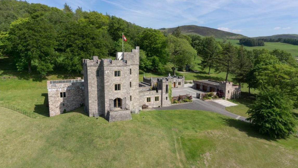 Un castello in galles sar questa la nuova casa di for Castello come piani di casa
