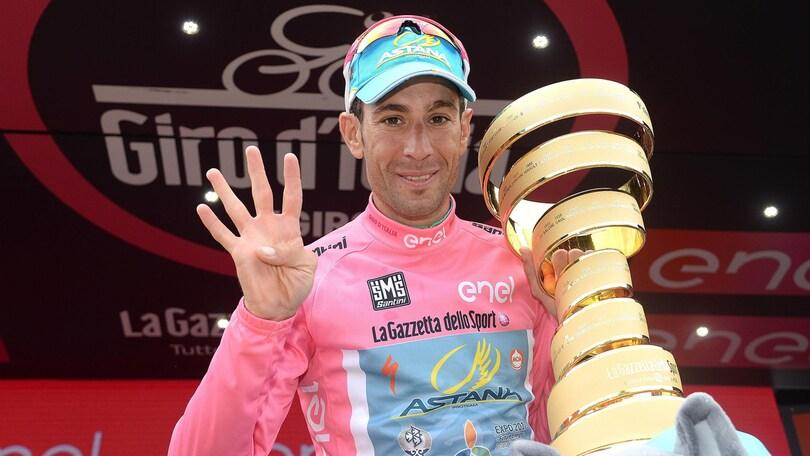 Nibali, festa al Quirinale. Donata a Mattarella una maglia rosa