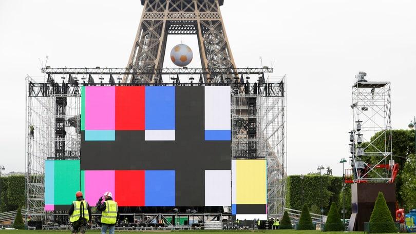 Euro 2016, si può dormire nella Tour Eiffel