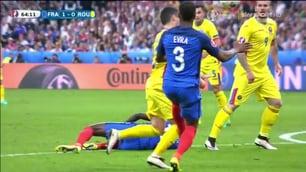 Euro 2016: Evra, fallo da rigore su Stancu