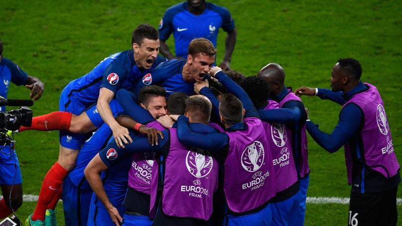 Euro 2016, Francia-Romania 2-1: super Payet risolve all'89'