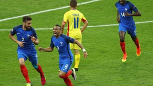 Francia-Romania 2-1, Payet salva Deschamps all'esordio